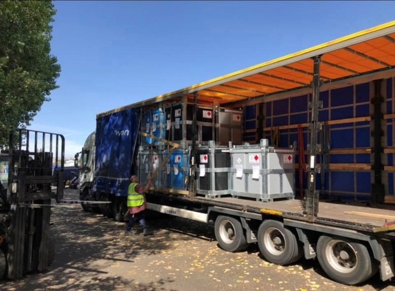 Articulated lorry trailer with 950 litre fuel cube polycube What is a Bowser? Trailer Engineering